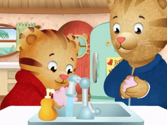 Daniel-Tiger-washing-hands